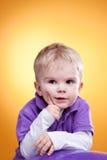 Niño pequeño que acepilla la idea Foto de archivo libre de regalías