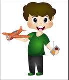 Niño pequeño que juega con su aeroplano teledirigido Foto de archivo libre de regalías