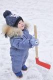 Niño pequeño que juega a hockey Imagen de archivo libre de regalías