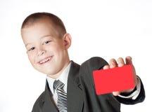Niño pequeño que lleva a cabo un espacio en blanco Foto de archivo libre de regalías