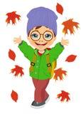 Niño pequeño que lleva el sombrero hecho punto que juega con las hojas de otoño Imagenes de archivo