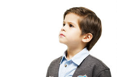 Niño pequeño que mira para arriba Imagen de archivo libre de regalías
