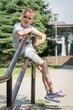 Niño pequeño que sonríe al aire libre Fotografía de archivo