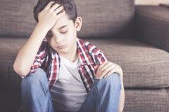Niño pequeño que tiene problemas Foto de archivo libre de regalías