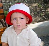 Niño pequeño triste Fotos de archivo