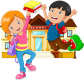 Niño pequeño y muchacha lindos con la mochila y el libro en fondo de la construcción de escuelas libre illustration