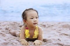 niño por la playa Imagenes de archivo