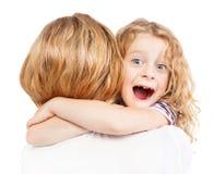 Niño que abraza a su madre Imagenes de archivo