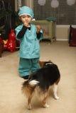 Niño que come la galleta Foto de archivo libre de regalías