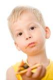 Niño que come la pizza Fotos de archivo