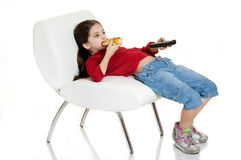 Niño que come la pizza Foto de archivo