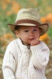 Niño que come un Lollipop Foto de archivo libre de regalías