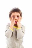 Niño que engaña alrededor fotos de archivo