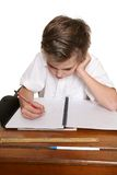 Niño que hace el schoolwork fotos de archivo