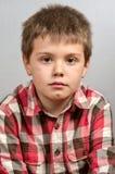 Niño que hace las caras feas 10 Imagen de archivo