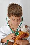 Niño que juega al doctor Imágenes de archivo libres de regalías