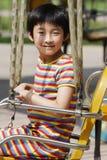 Niño que juega al juego Foto de archivo