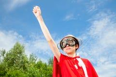 Niño que juega al super héroe Foto de archivo libre de regalías