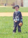 Niño que juega a béisbol Imágenes de archivo libres de regalías