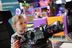Niño que juega con el arma Imagen de archivo