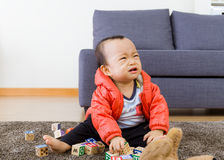 Niño que juega en casa Imagen de archivo