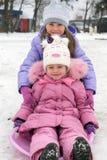 Niño que juega en el invierno imagen de archivo libre de regalías