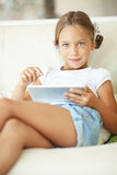 Niño que juega en la PC de la tableta Foto de archivo libre de regalías