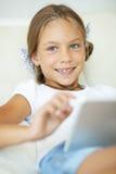 Niño que juega en la PC de la tableta Fotografía de archivo libre de regalías