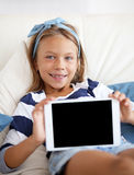 Niño que juega en la PC de la tableta Fotos de archivo libres de regalías