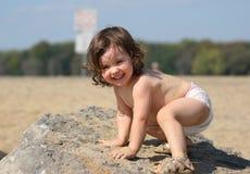 Niño que juega en la playa Imagen de archivo