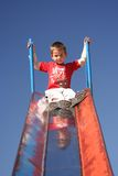 Niño que juega en parque Fotos de archivo