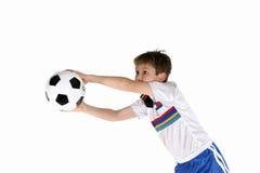 Niño que juega a fútbol Fotografía de archivo libre de regalías