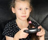 Niño que juega a los juegos video Imagenes de archivo