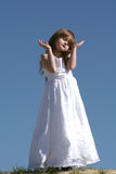 Niño que levanta las manos Fotos de archivo libres de regalías