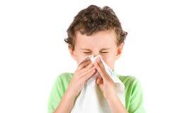 Niño que limpia su nariz Foto de archivo