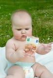 Niño que lleva a cabo 10 euros Imágenes de archivo libres de regalías