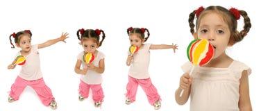 Niño que lleva a cabo un ingenio del lollipop Imagen de archivo