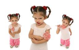 Niño que lleva a cabo un ingenio del lollypop Fotografía de archivo libre de regalías
