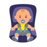 Niño que lleva un cinturón de seguridad en el asiento de carro Ejemplo de la seguridad en carretera en asiento de carro del niño Fotos de archivo libres de regalías