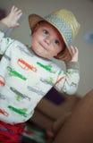 Niño que lleva un sombrero del sombrero de ala Foto de archivo libre de regalías