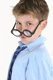 Niño que mira sobre la tapa de vidrios redondos Imagen de archivo libre de regalías