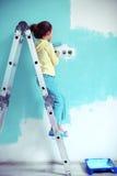 Niño que pinta la pared Imagen de archivo