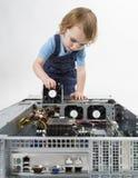 Niño que repara el equipo de red imágenes de archivo libres de regalías
