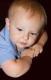 Niño que soña despierto Foto de archivo