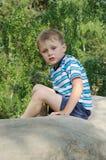 Niño que tiene resto Foto de archivo libre de regalías