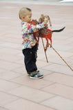 Niño que toca el violín con la sombra (21ros UNIMA) Foto de archivo
