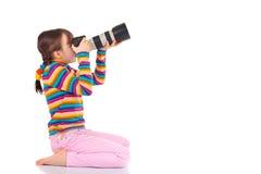 Niño que toma la fotografía foto de archivo