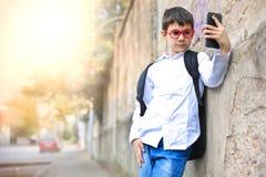 Niño que toma un selfie Foto de archivo libre de regalías