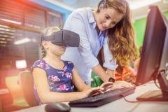 Niño que usa los vidrios 3D Foto de archivo libre de regalías
