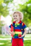 Niño que vuelve a la escuela, comienzo del año Imagen de archivo libre de regalías